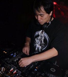DJ_よしにぃ