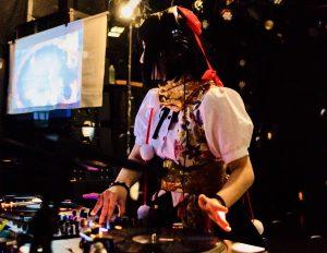 DJ 童 貞 狩