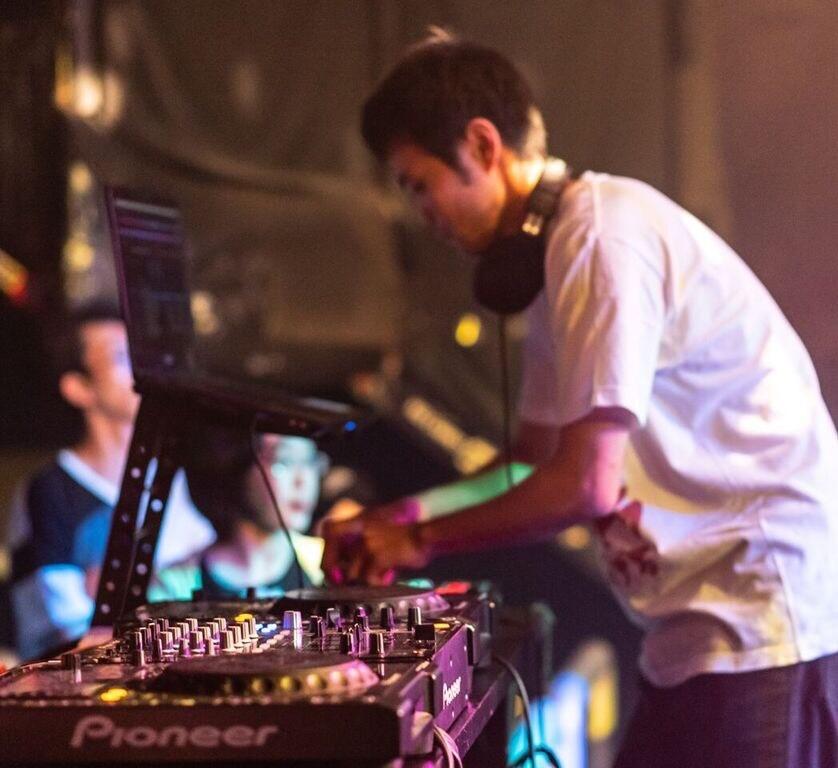 DJ がっ